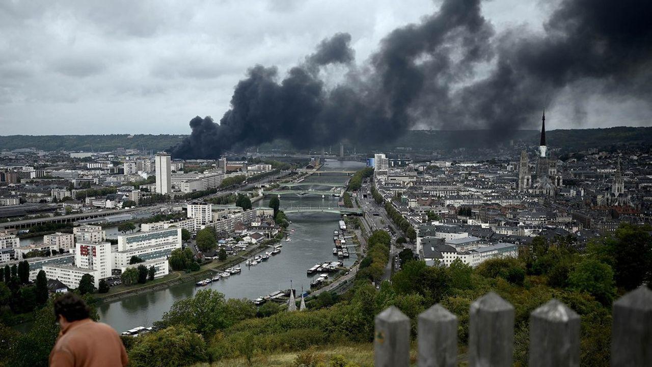 Pour maîtriser l'incendie des entrepôts de stockage de Lubrizol jeudi 26septembre, les pompiers avaient utilisé de très grosses quantités d'eau pompées dans la Seine.