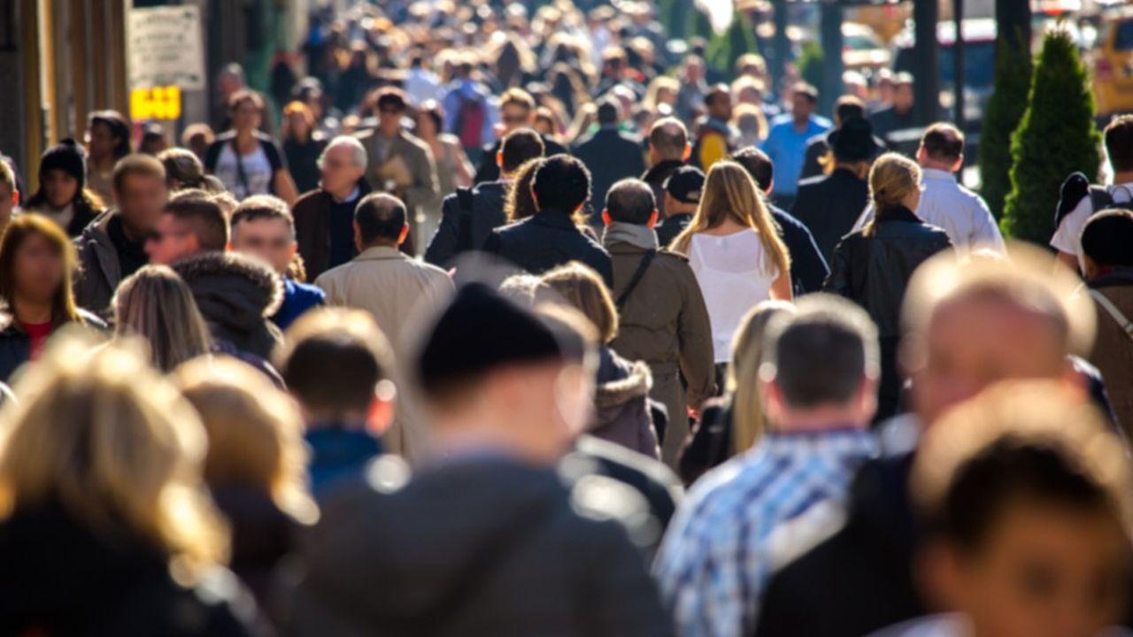 Le montant total des prestations de protection sociale (santé, retraite, famille, chômage) versées en France représente 31,5% du PIB, une proportion, en léger recul par rapport à 2017, qui demeure parmi les plus élevées du monde.