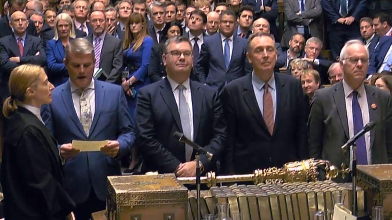 Les 4 assesseurs qui disent les résultats du vote aux Communes