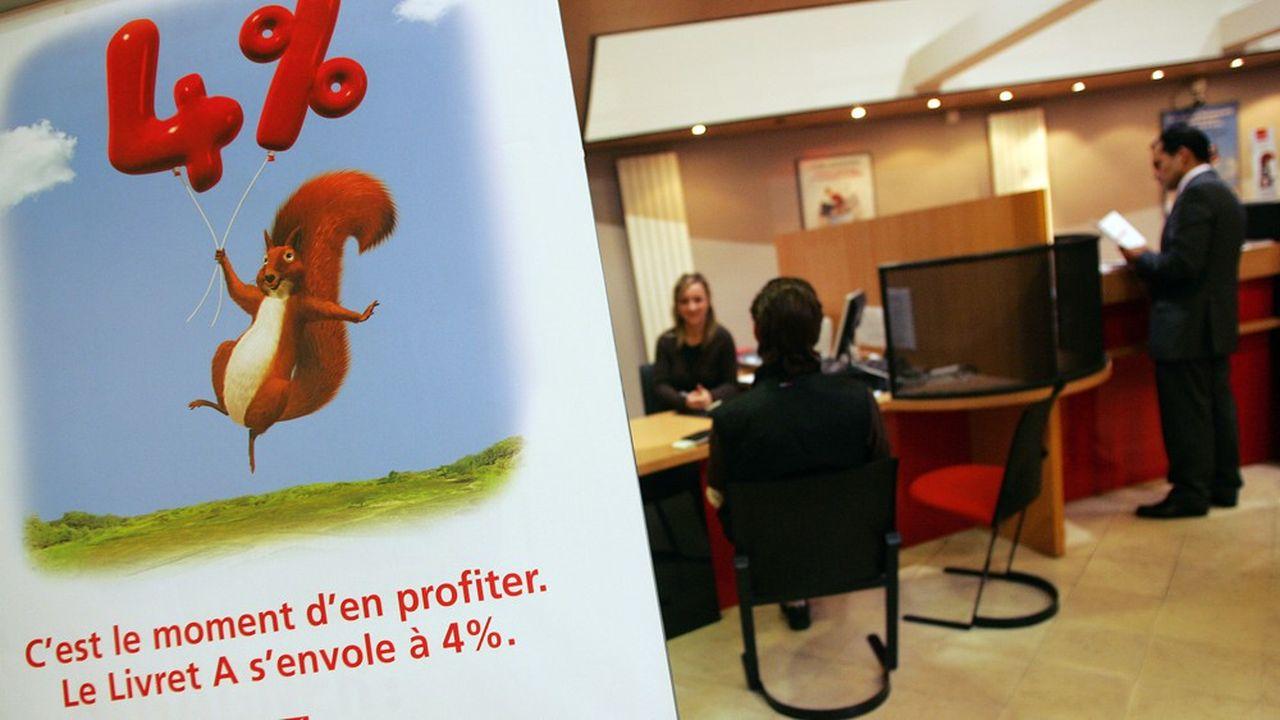 Une affiche pour le Livret A dans les locauxde la Caisse d'Epargne de Reims en 2008. A l'époque, le taux du Livret A est à 4%!