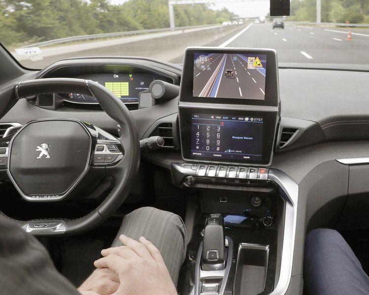 Au niveau 3, dans des conditions prédéfinies, le véhicule pourra proposer au conducteur de lâcher le volant et de passer en conduite quasi automatique.