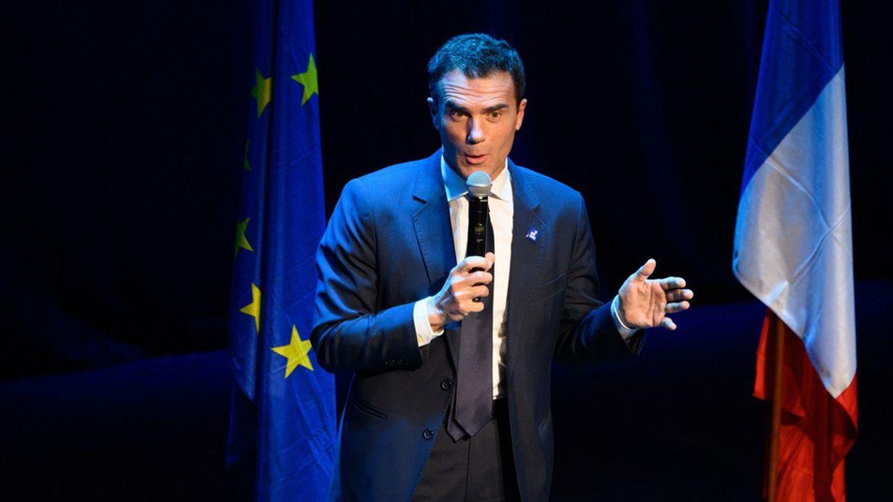 Lors de son embauche il avait confirmé «que son emploi de cabinet à Matignon était exclusif de toute autre activité professionnelle, a fortiori pour un autre gouvernement», a assuré mardi Matignon.