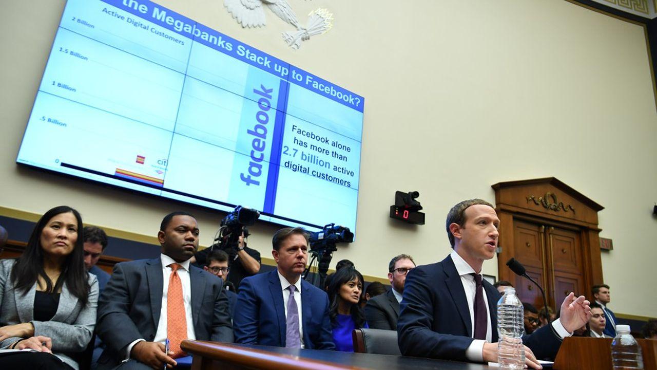 Le CEO de Facebook Mark Zuckerberg devant le Congrès américain.