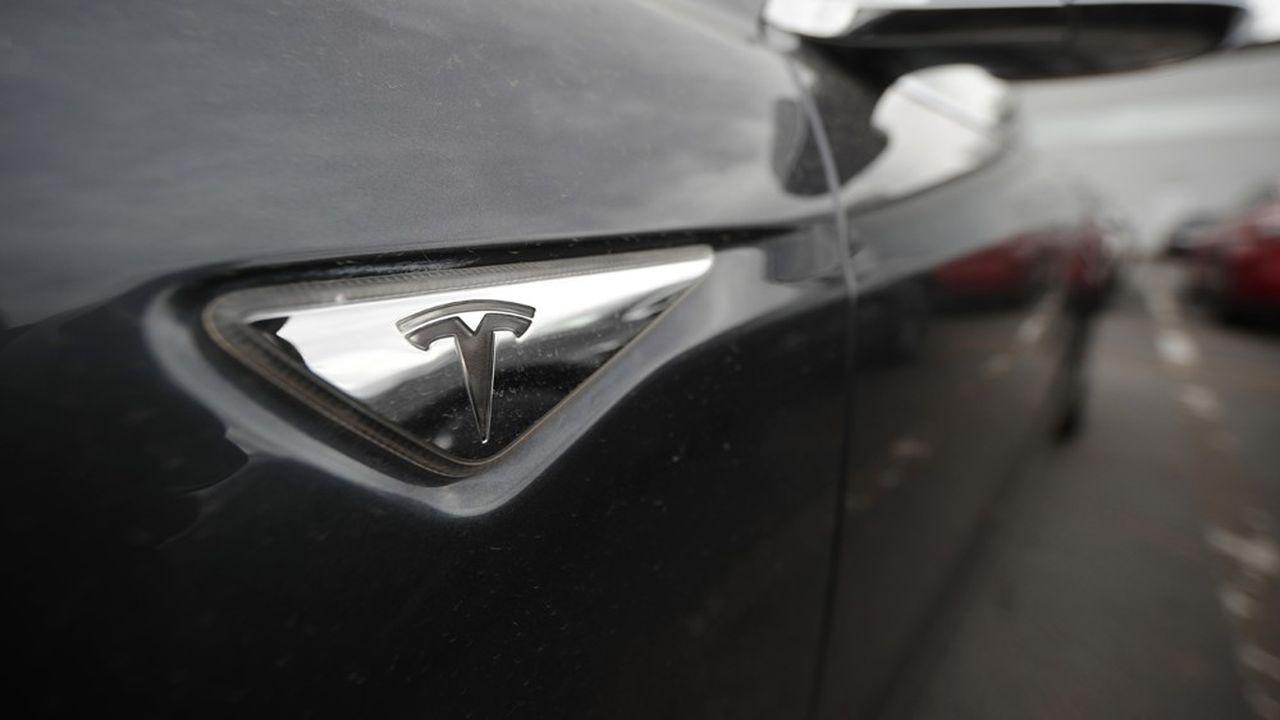 Tesla passe au vert et flambe en Bourse