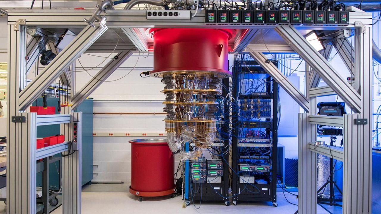 Installé devant ces grosses machines de la taille d'une armoire que sont les premiers ordinateurs quantiques, il n'est pas question de surfer sur Internet.