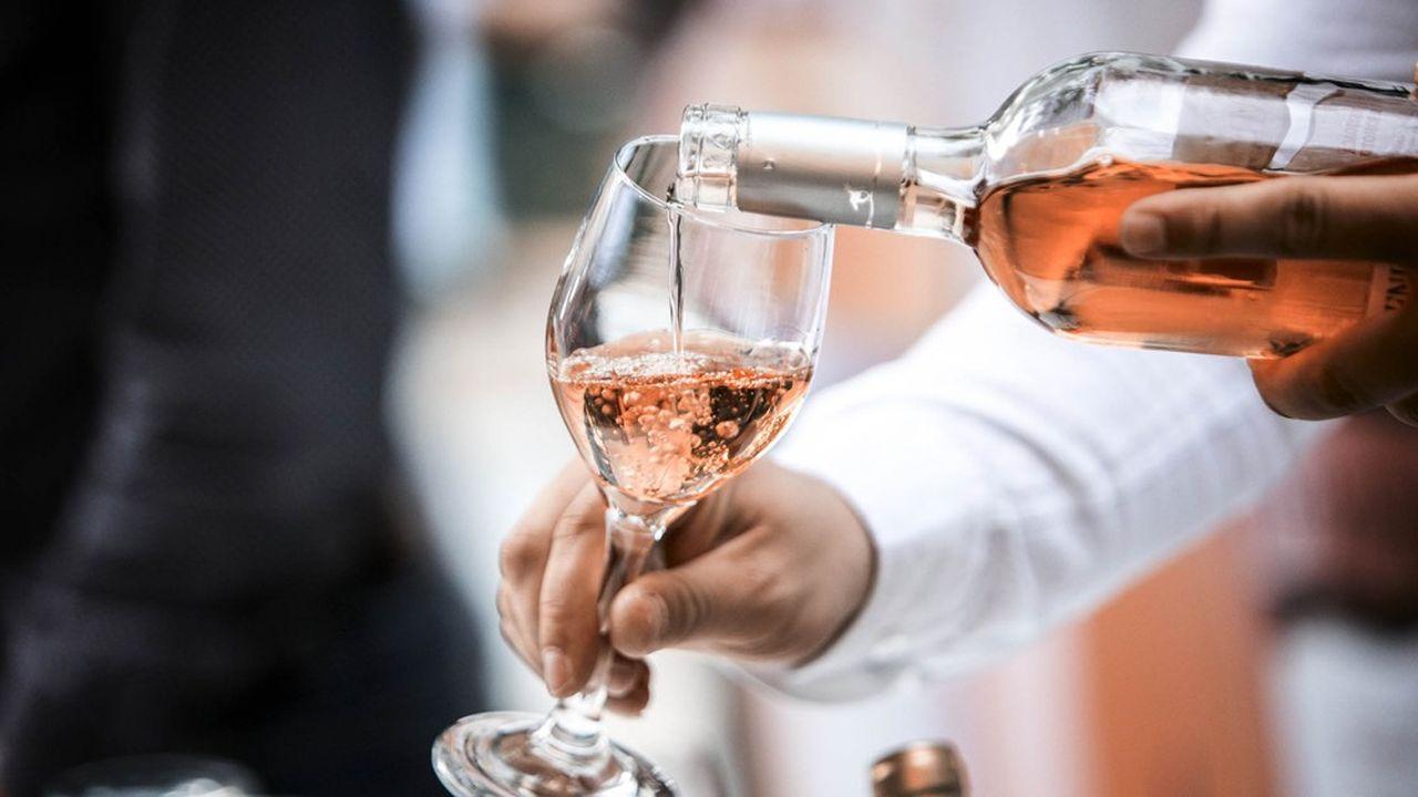 Les députés ont adopté ce jeudi matin un amendement de la majorité visant à taxer les «vinpops», ces boissons à base de vin aromatisé. (L'abus d'alcool est dangereux pour la santé. A consommer avec modération.)