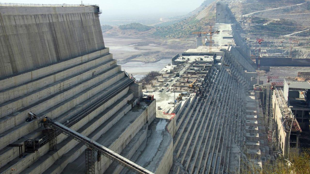 Les machines s'affairent sur le chantier du Grand Ethiopian Renaissance Dam à Guba dans le nord ouest du pays.