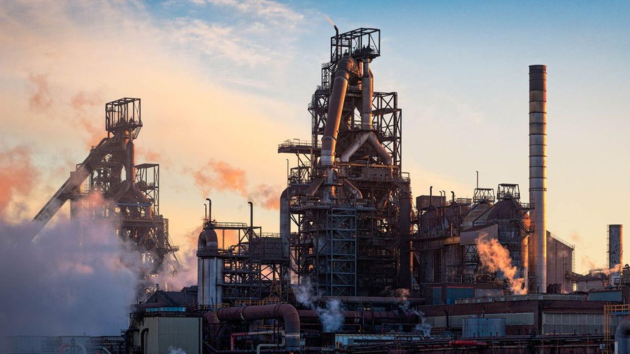 Tata Steel enclenche un plan d'économies de 830millions d'euros à réaliser dans ses implantations européennes, en Belgique, France, Royaume-Uni et Pays-Bas.