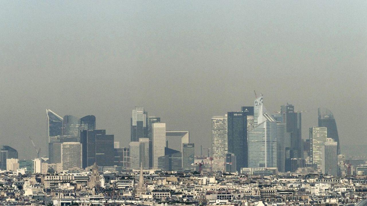 Depuis 2010, la France dépasse dans plusieurs agglomérations le seuil limite d'émission de dioxyde d'azote fixé par la réglementationeuropéenne.