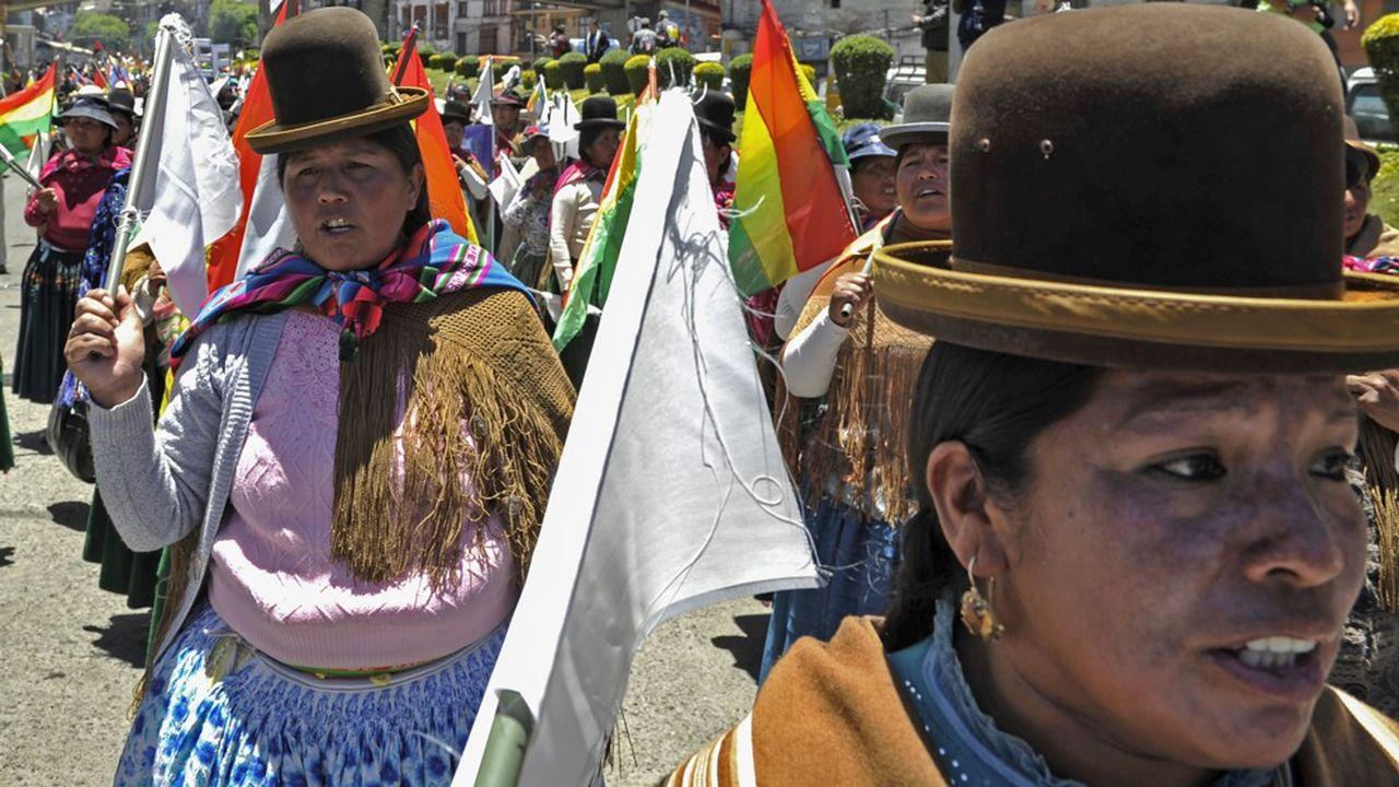 En Bolivie, le pays est coupé en deux entre les partisans d'Evo Morales et ceux de son rival.