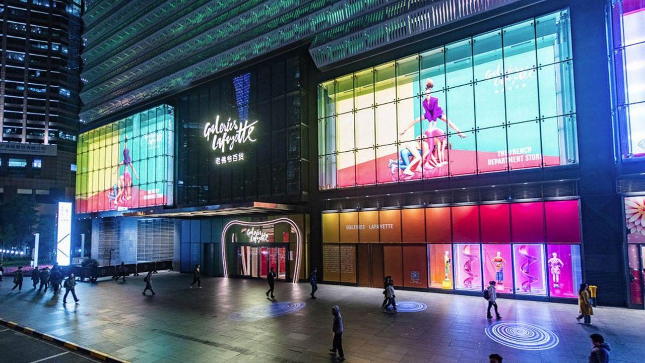 Les Galeries Lafayette de Shanghai sont installées dans le centre commercial L+Mall situé dans le quartier d'affaires de Pudong.