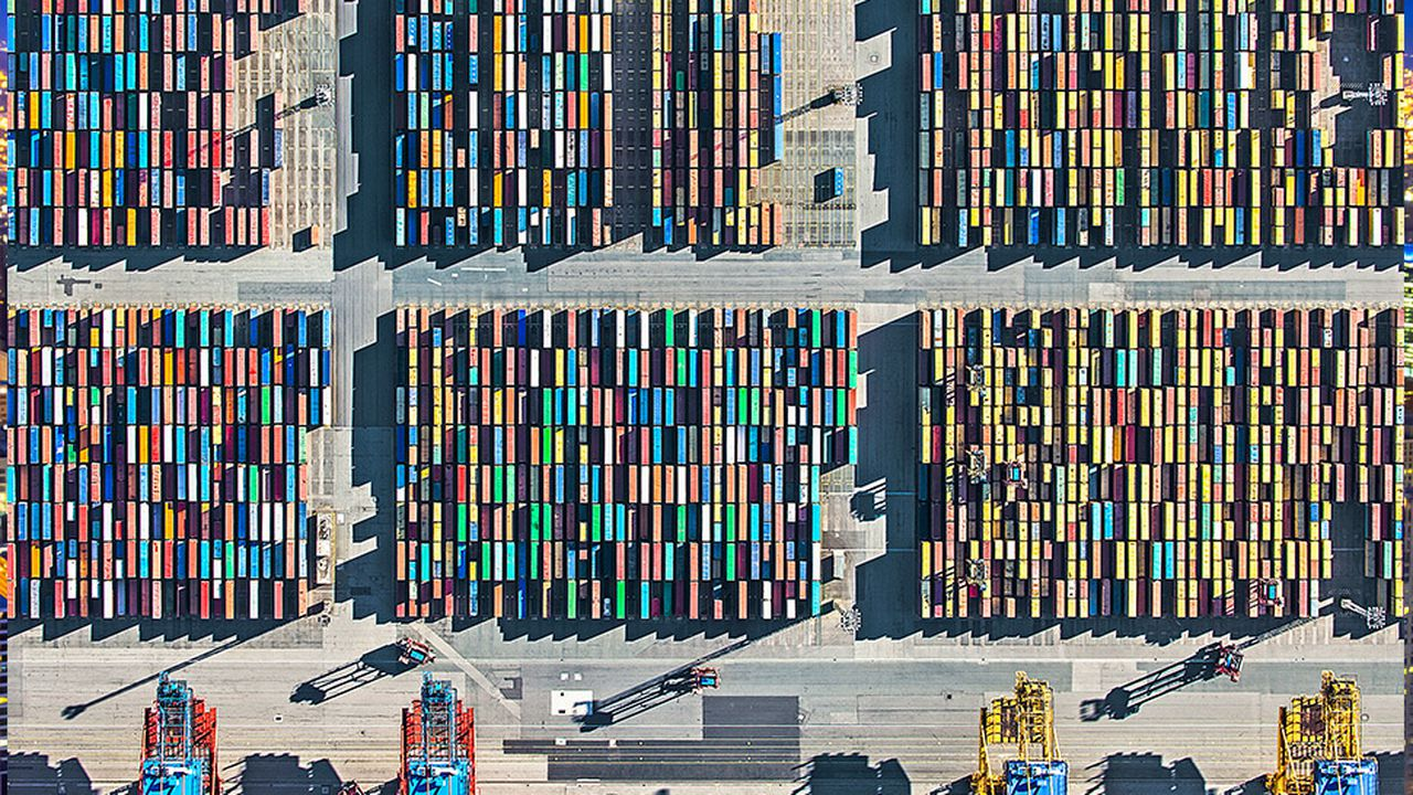 C3_186664604_ShippingContainers_Manufacturing-bis.jpg