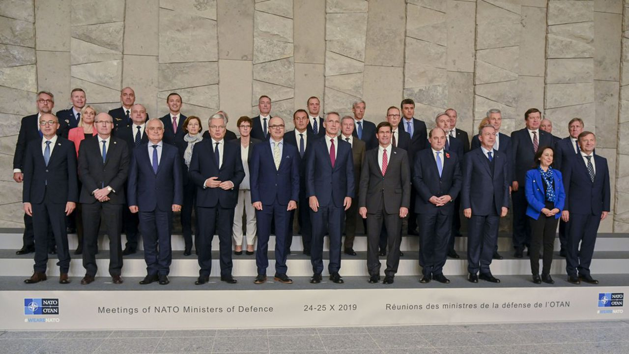 Le secrétaire général de l'OTAN, Jens Stoltenberg, et les ministres des 29 pays membres de l'Alliance Atlantique se sont retrouvés jeudi et vendredi à Bruxelles sans parvenir à surmonter toutes leurs divergences face à l'offensive en Syrie de la Turquie, alliée depuis 1952 de l'organisation.