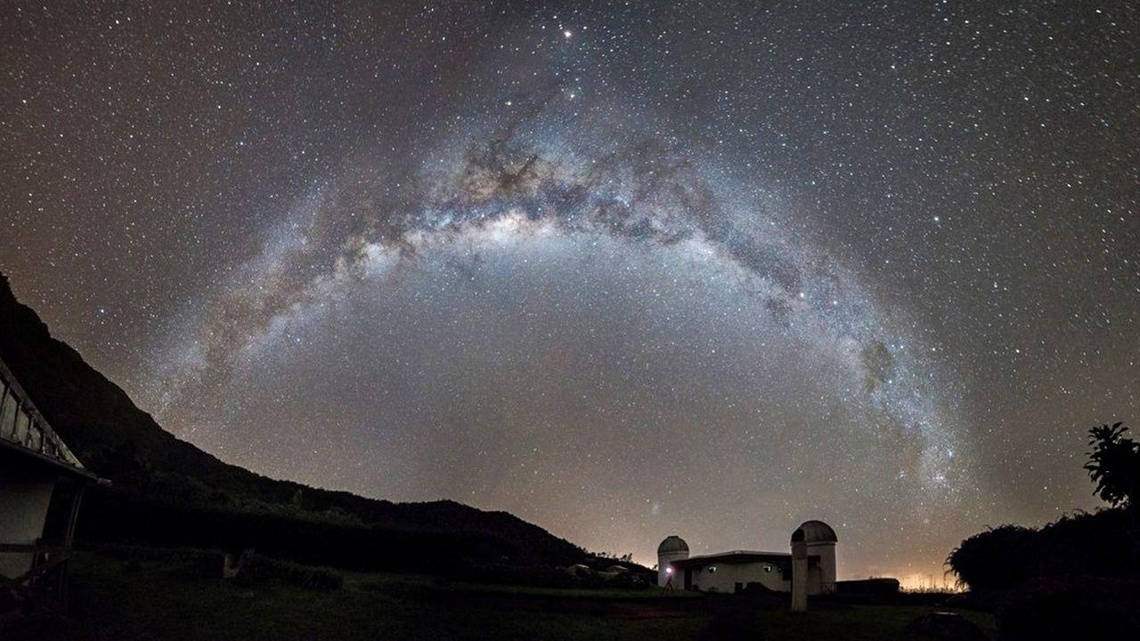 L'observatoire des Makes, à La Réunion, est l'un des 23télescopes répartis dans 12pays constituant le réseau Grandma, dédié aux ondes gravitationnelles.