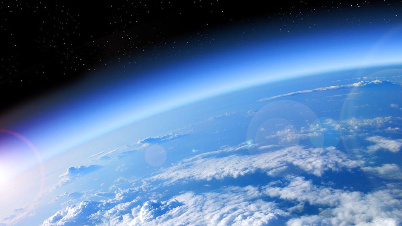 La couche d'ozone désigne la partie de la stratosphère contenant une quantité relativement importante d'ozone.
