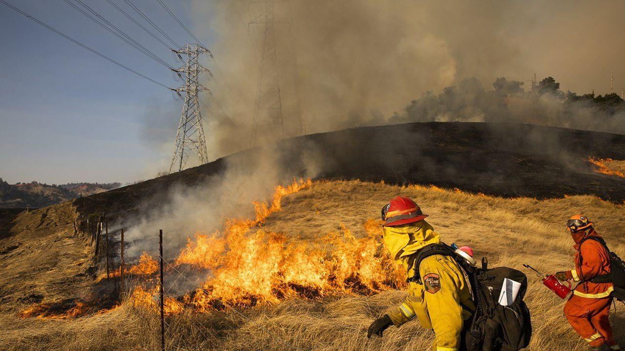 Le mauvais entretien des équipements de PG & E, combiné à un élagage insuffisant de la végétation et des vagues de chaleur sans précédent ont été responsables de 19incendies au cours des deux dernières années.