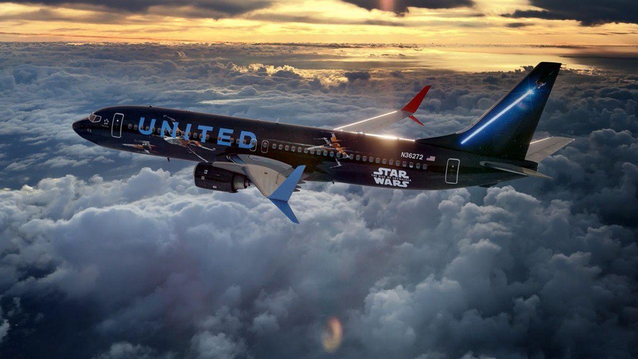 Parmi les efforts destinés à adoucir son image, United Airlines a repeint l'un de ses appareils aux couleurs du nouveau «Star War».