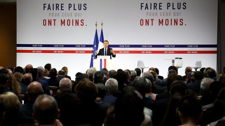 La « stratégie nationale » de lutte contre la pauvreté, dévoilée le 13 septembre 2018 par Emmanuel Macron, comprend des mesures de prévention de la précarité en faveur des plus jeunes, mais aussi l'instauration d'un « revenu universel d'activité ».