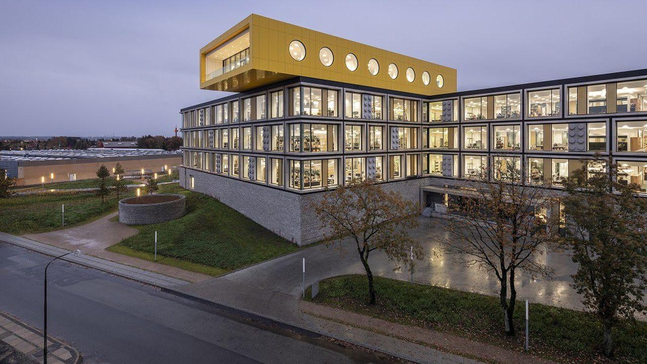 La décoration du futur campus comporte des clins d'oeil à l'emblématique brique de construction de Lego.