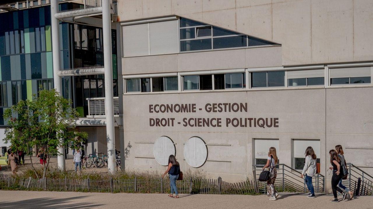 Sur le campus de l'université de Bourgogne, à Dijon (Côte-d'Or).