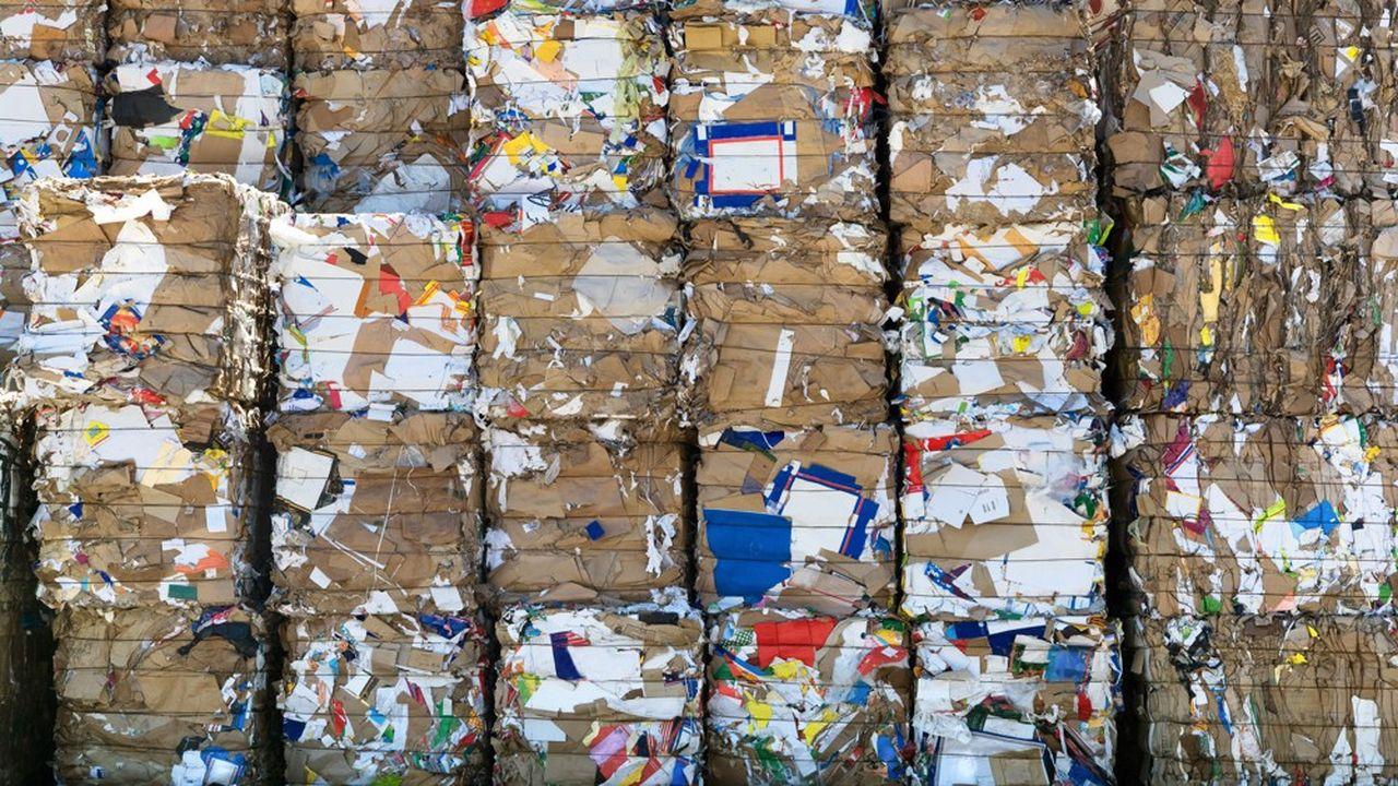 La France a collecté, en 2018, 7 millions de tonnes de déchets de papier carton, mais manque d'usines papetières et se retrouve avec un excédent de 1,7million de tonnes. Dans quasiment tous les centres de tris, les stocks débordent et ont dépassé le niveau autorisé.