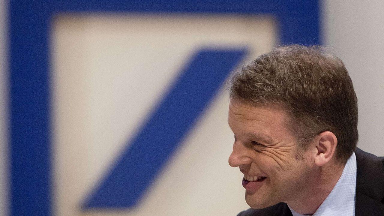 Christian Sewing, le président du directoire de Deutche Bank, voit la première banque allemande sur les rails.