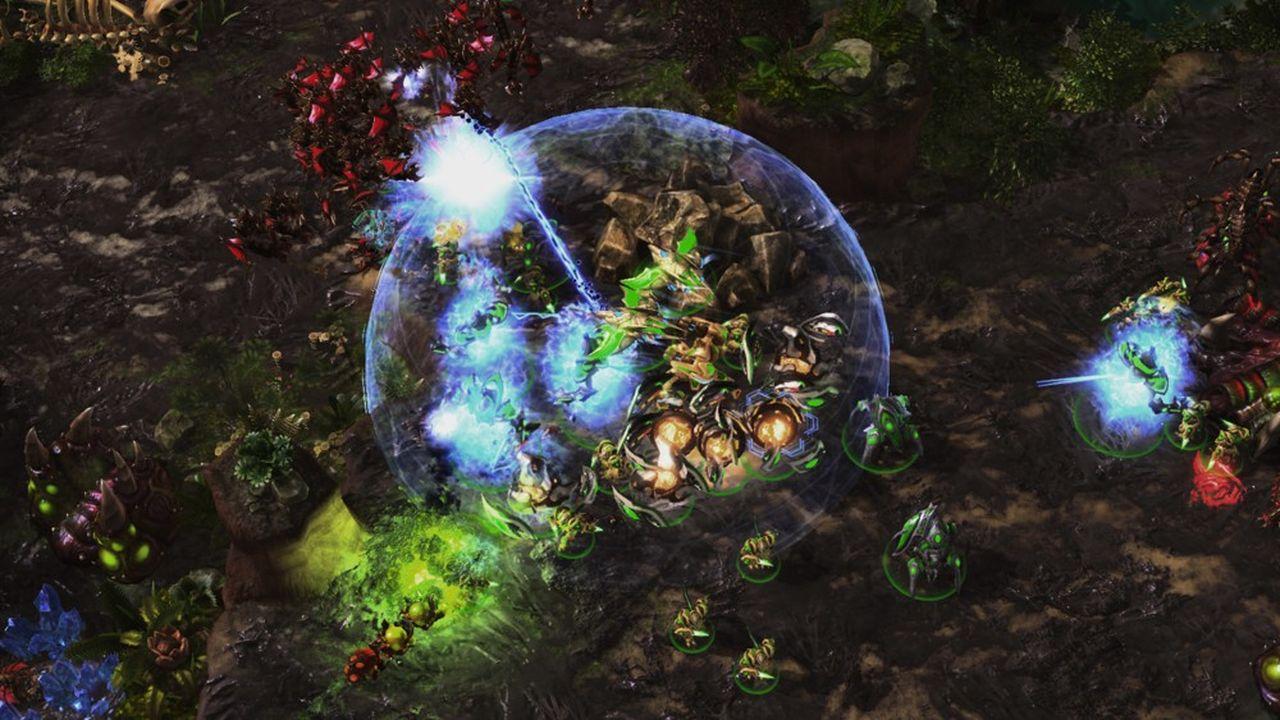 Entraîné à partir de données de milliers de parties jouées par des humains ou par d'autres systèmes d'intelligence artificielle, AlphaStar a ensuiteaffronté des joueurs au cours de l'été 2019 sur Battle.net, la plate-forme officielle de l'éditeur de StarCraft.