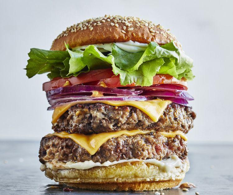 L'Impossible Burger d'Impossible Foods, soumis au verdict de critiques gastronomiques, à New York, fin août.