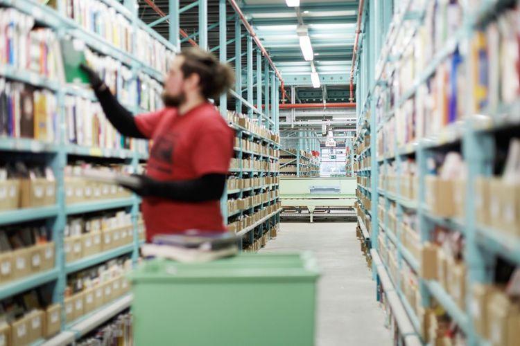 Le centre logistique de Leipzig, près de 60 000 m2 de livres, CD et DVD.