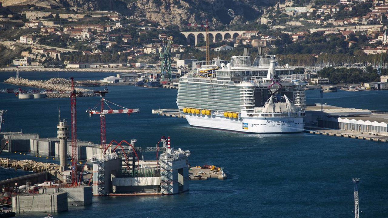 A partir de 2024, à Marseille, les gros paquebots de croisière pourront bénéficier d'une connexion électrique à quai.