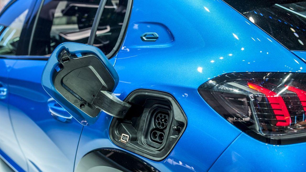 Carlos Tavares devra notamment électrifier le portefeuille hérité de Fiat Chrysler.