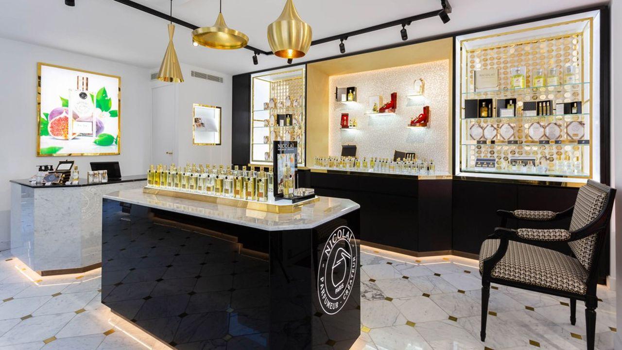 A Paris, Nicolaïdispose de sept boutiques à son nom, le nombre le plus élevé de magasins en propre pour une marque de parfum.