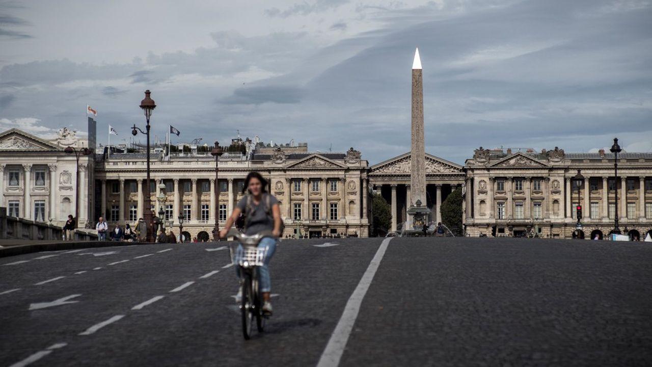 En Ile-de-France, l'espoir de bannir la voiture des villes est douché par la trop grande distance qui sépare les bassins d'emploi et les zones résidentielles.