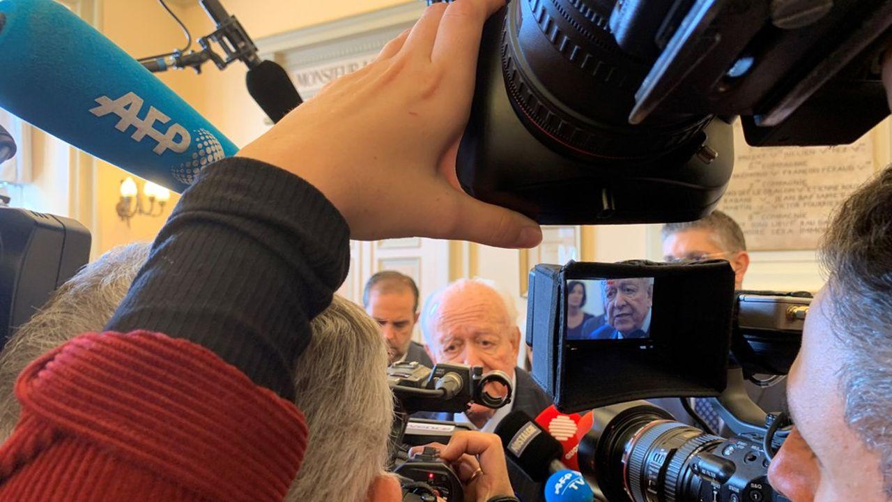 «Nous avons déjà fait beaucoup, mais pas encore assez pour résorber le problème, et il reste beaucoup à faire pour mes successeurs», a déclaré le maire de Marseille, Jean-Claude Gaudin, à propos de l'habitat indigne dans sa ville.