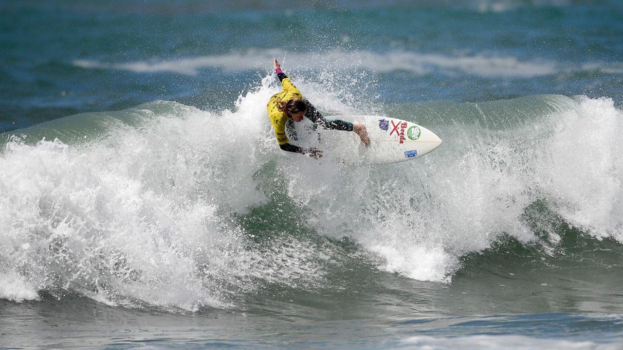Le surf, qui fera son introduction aux JO d'été en 2020, fait l'objet d'une belle bataille dans la perspective des Jeux de 2024 avec cinq candidatures en lice: Biarritz (Pyrénées-Atlantiques); La Torche (Finistère); Lacanau associé à Bordeaux (Gironde); le trio Hossegor-Capbreton-Seignosse (Landes); enfin, Tahiti (Polynésie française).