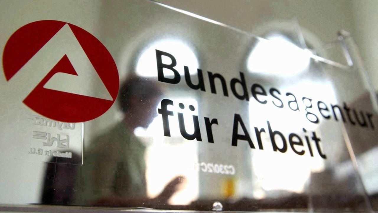 Selon l'Agence fédérale pour l'emploi (Bundesagentur für Arbeit), 3% en moyenne des bénéficiaires Hartz IV capables de travailler sont sanctionnés chaque mois, dont trois quarts pour des infractions mineures entraînant une réduction de 10% de l'allocation.