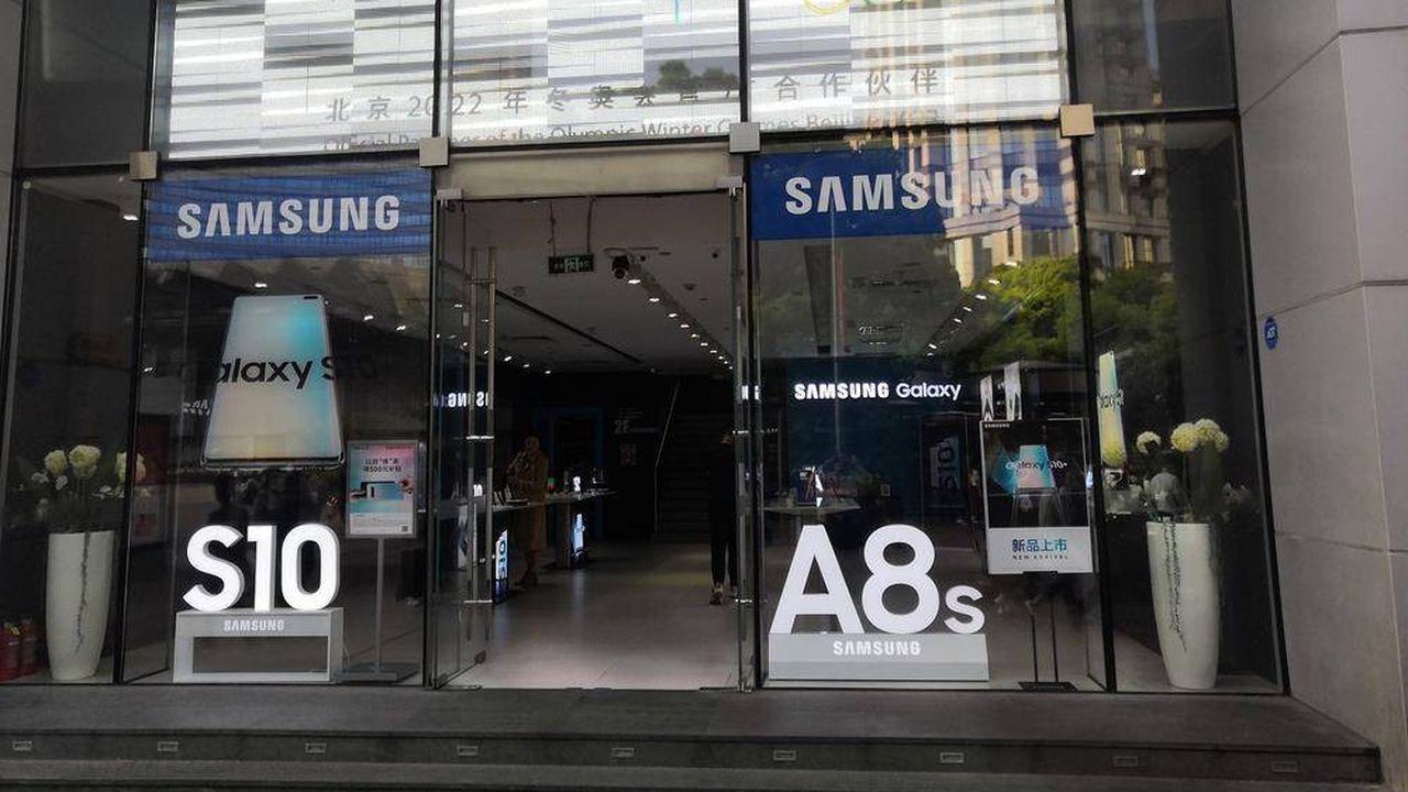 Mi-octobre, Samsung a ouvert un magasin de 1.000 m² à Shanghai. Juste en face de l'Apple Store