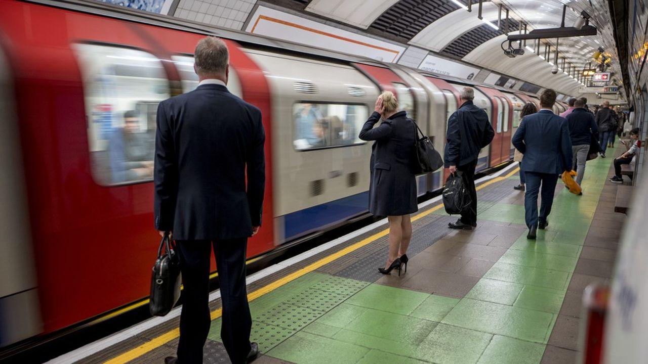 En empruntant le métro, les Londoniens respirent un air jusqu'à 10 fois plus pollué, sur certains tronçons, que les niveaux fixés par les directives de l'Organisation mondiale de la Santé (OMS).
