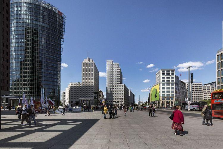 Potsdamer Platz : autrefois coupée en deux par le Mur, cette place a été réhabilitée depuis la Réunification de 1990.