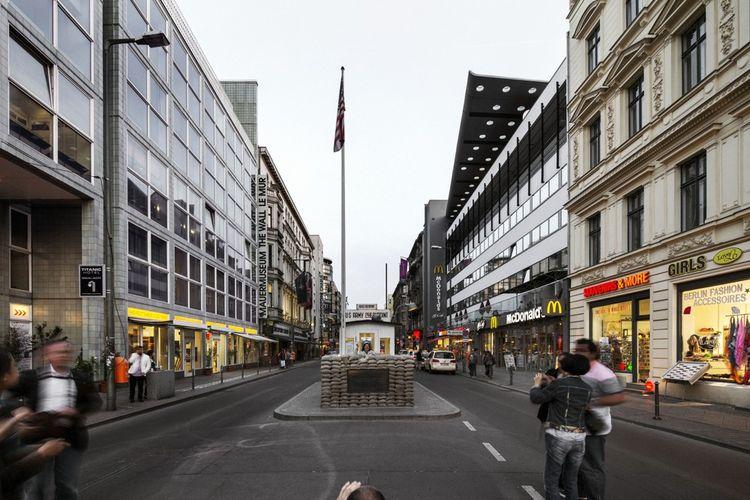 Checkpoint Charlie : l'un des célèbres points de passage entre l'Est et l'Ouest est devenu un piège à touristes.