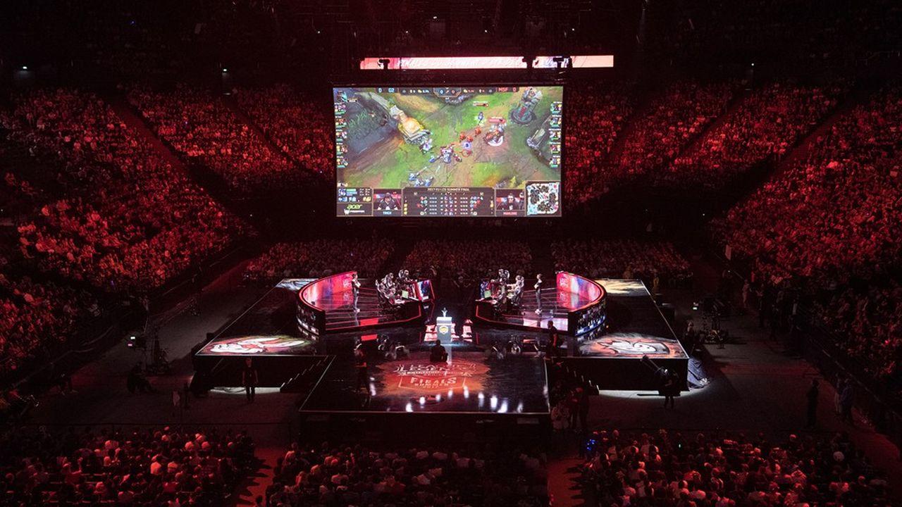 Pas moins de 12.000spectateurs endiablés sont attendus dimanche à l'AccorHotels Arena, à Paris, pour la finale d'une compétition mondiale sur le jeu vidéo League of Legends, après de précédentes éditions de moindre envergure en2014 et 2017 (ci-dessus).
