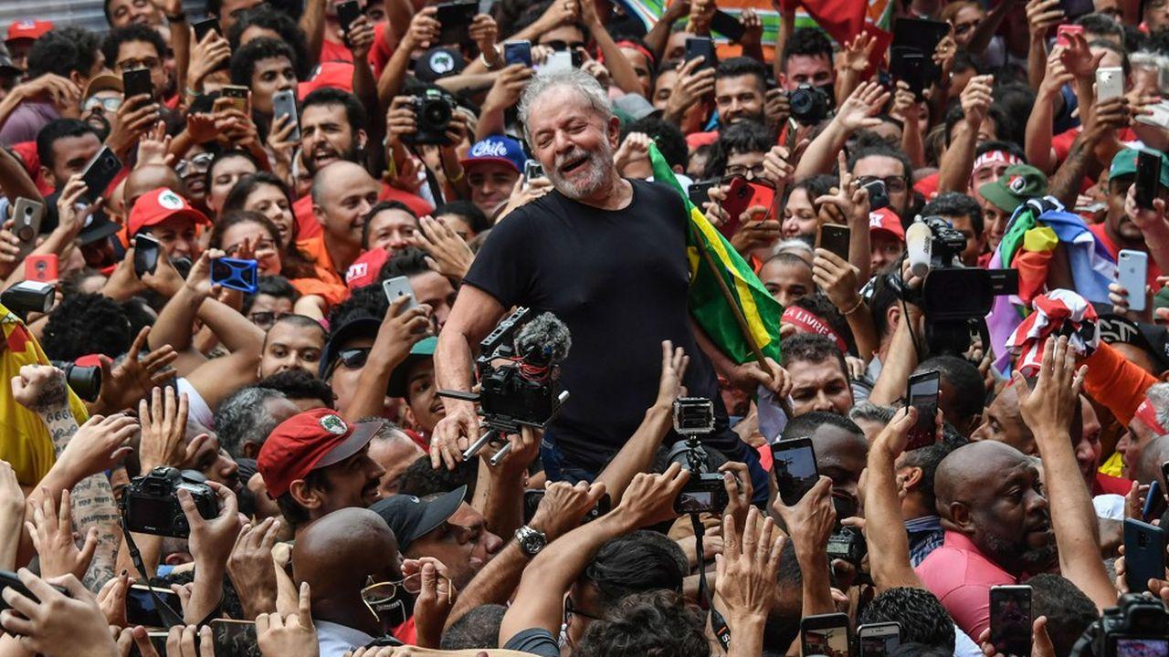 L'ancien président Luiz Inacio Lula da Silva après sa sortie de prison àSao Bernardo do Campo, en banlieue de São Paulo.