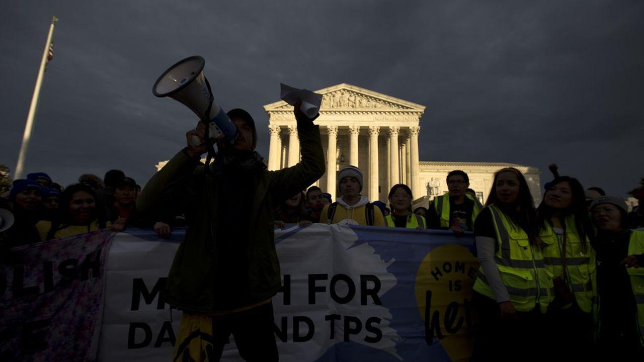 A l'issue d'une longue marche entre New York et Washington, les soutiens aux «Dreamers» ont manifesté ce week-end devant la Cour Suprême pour protester contre l'interruption du programme DACA en faveur des jeunes migrants décidé par Donald Trump.