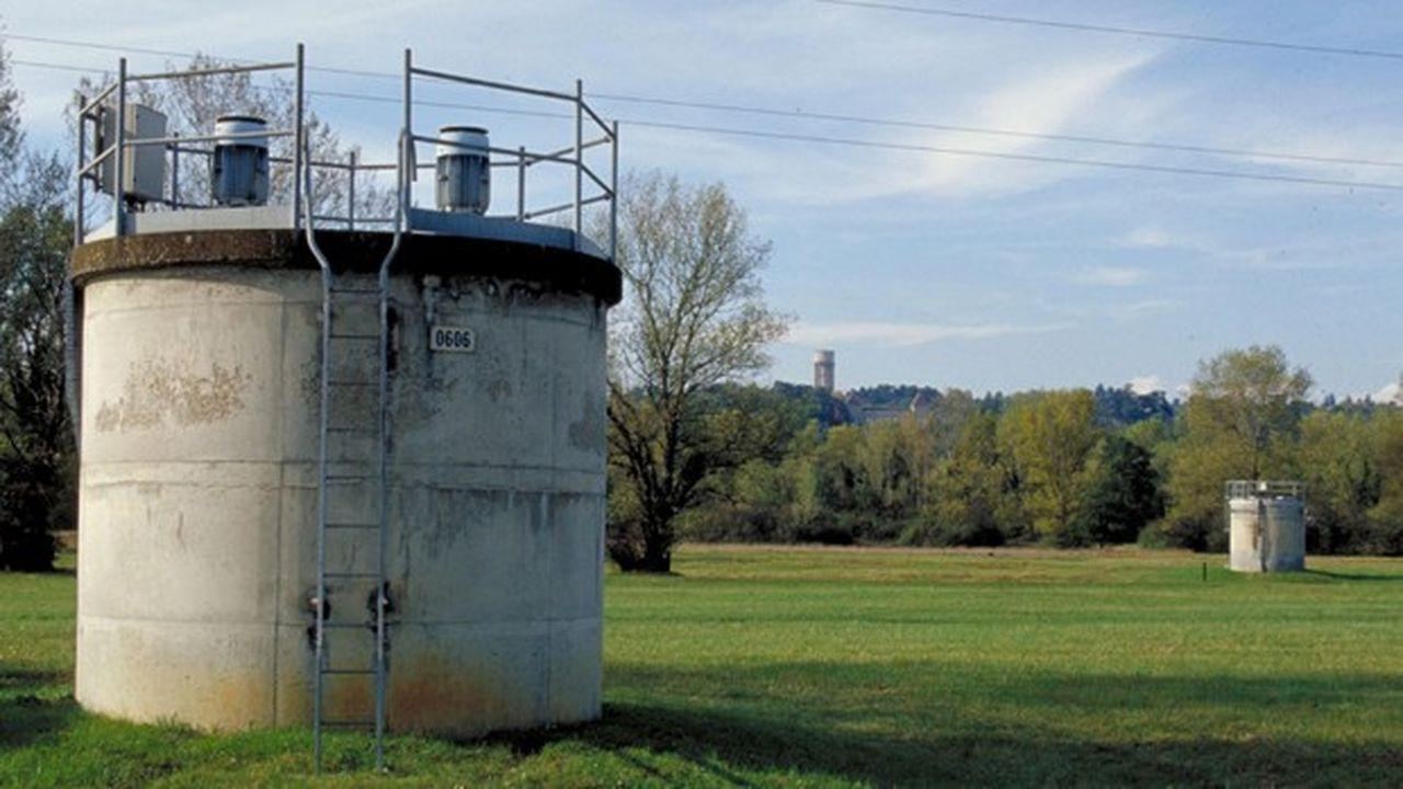 Le patrimoine de la collectivité comprend 64 réservoirs et châteaux d'eau, 4.000 kilomètres de canalisations, 114 puits et 43 stations de pompage.