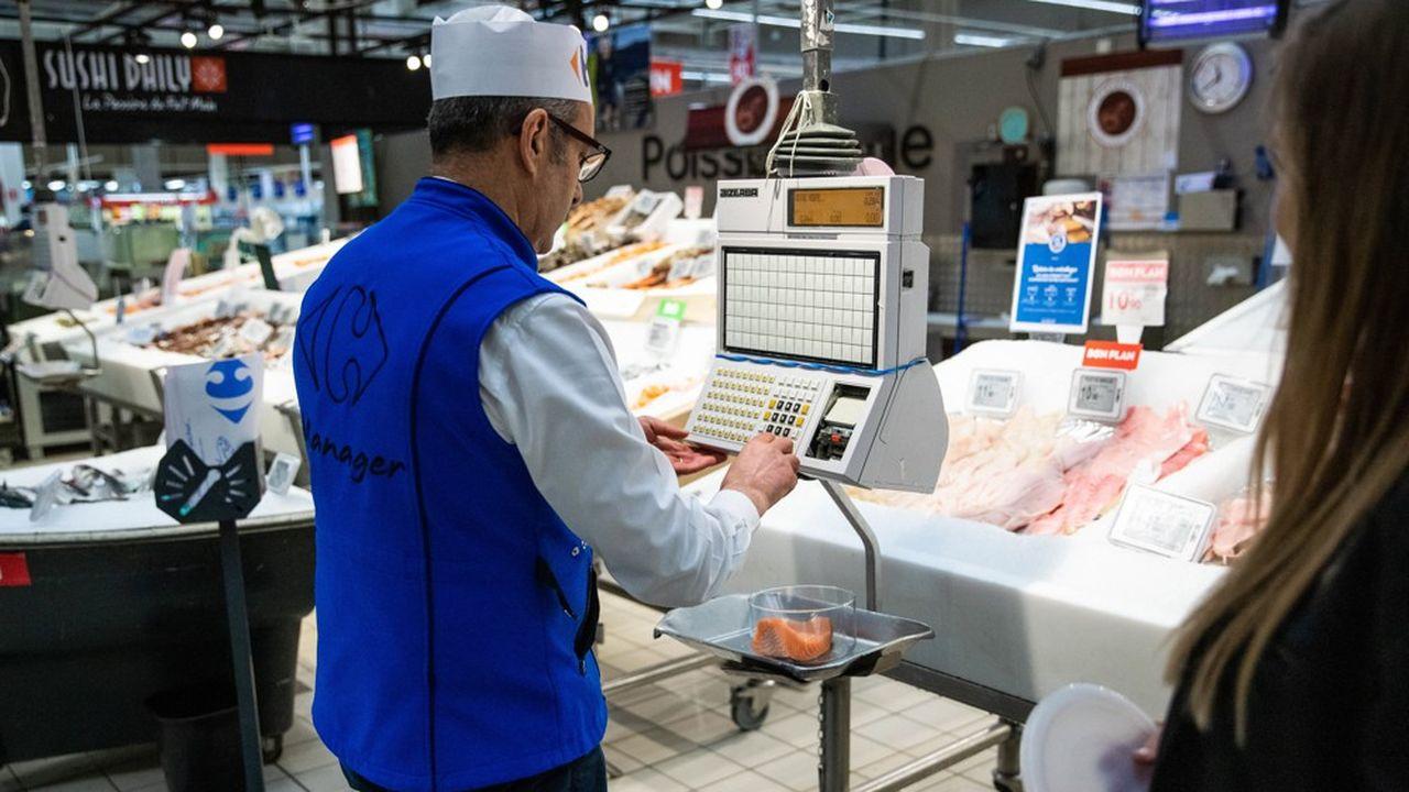 Comme les autres commerces à dominante alimentaire, les hypermarchés sont soumis aux restrictions légales sur le travail de nuit.