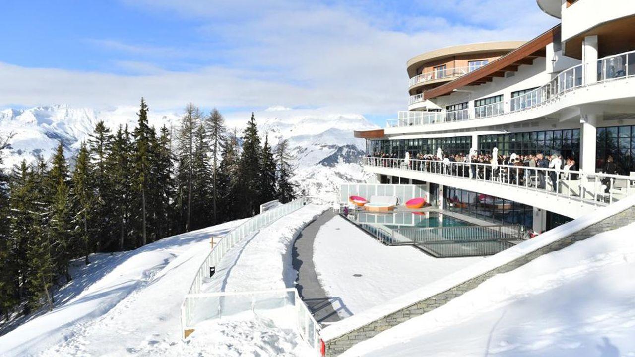 La cession, moins d'un an après son ouverture du Club Med Les Arcs Panorama par la Foncière des Alpes et ses actionnaires témoigne de sa «stratégie d'amorçage». La Foncière a vocation à développer l'hébergement touristique localement.