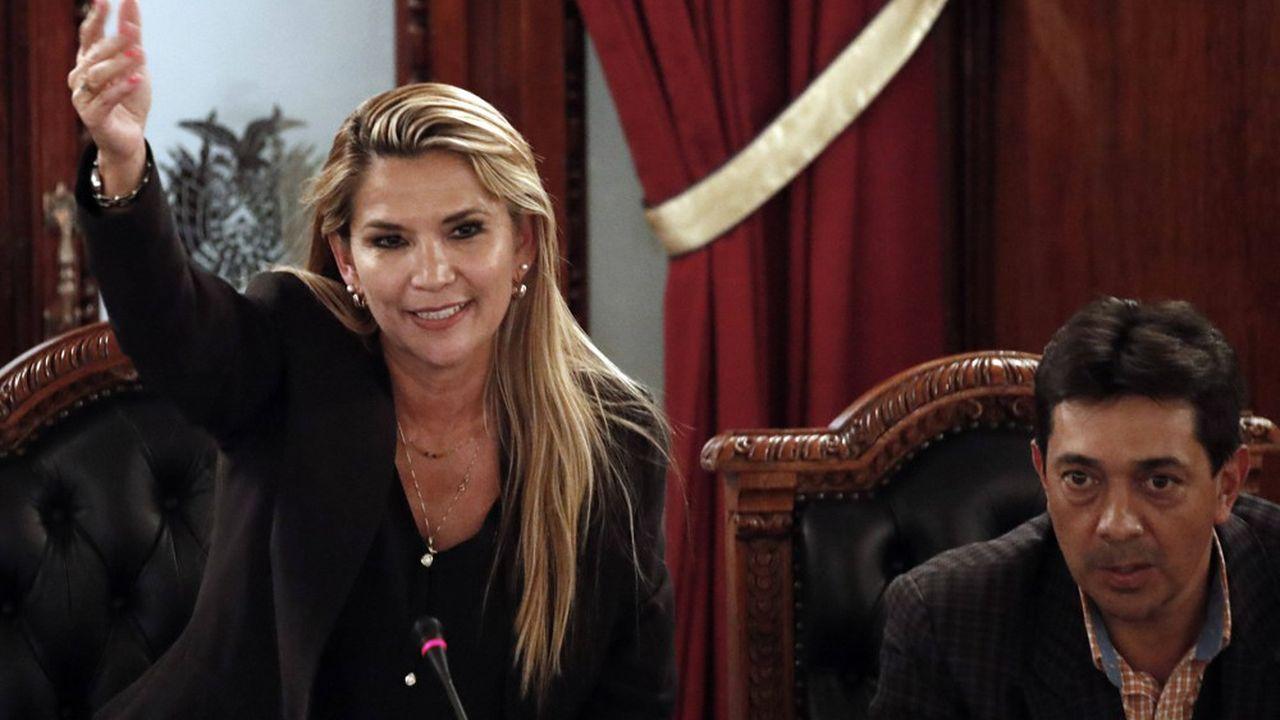 Jeanine Añez doit nommer son gouvernement et convoquer de nouvelles élections dans un délai de 90 jours, selon la Constitution.