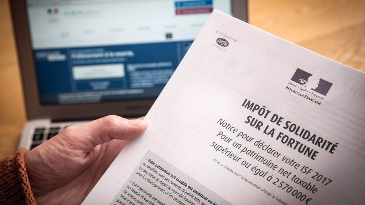 Le nombre d'assujettis à l'ISF ayant quitté la France a nettement chuté en 2017, tout comme les déclarations d'exit tax.Bercy en a dénombré 225, soit 30% de moins que les années précédentes.