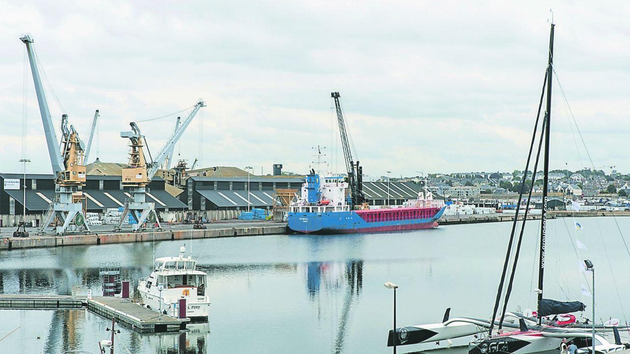 Le port de Saint-Malo depuis les remparts de la ville.