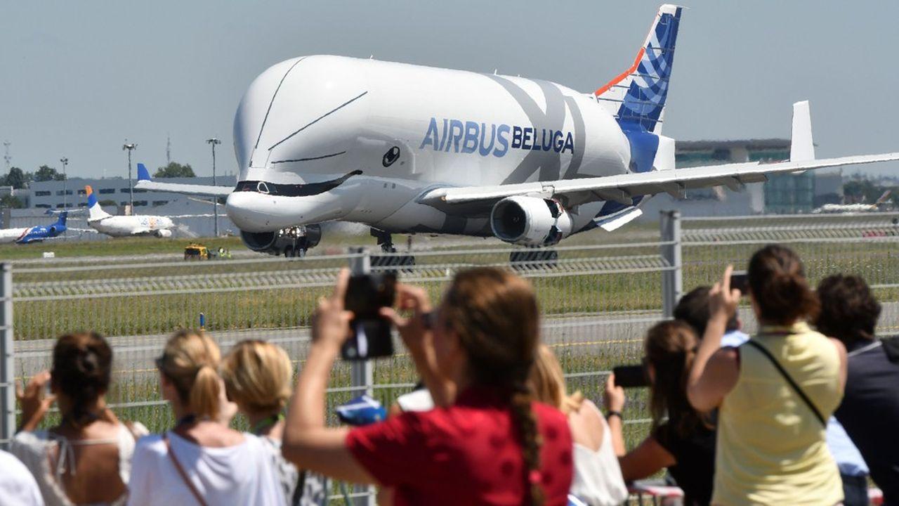 Airbus achève la construction de son troisième « BelugaXL » et compte sur six de ces géants des airs pour accompagner la montée en puissance de sa production.